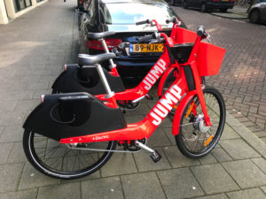 The bicycle fights back: Uitgejumpt!